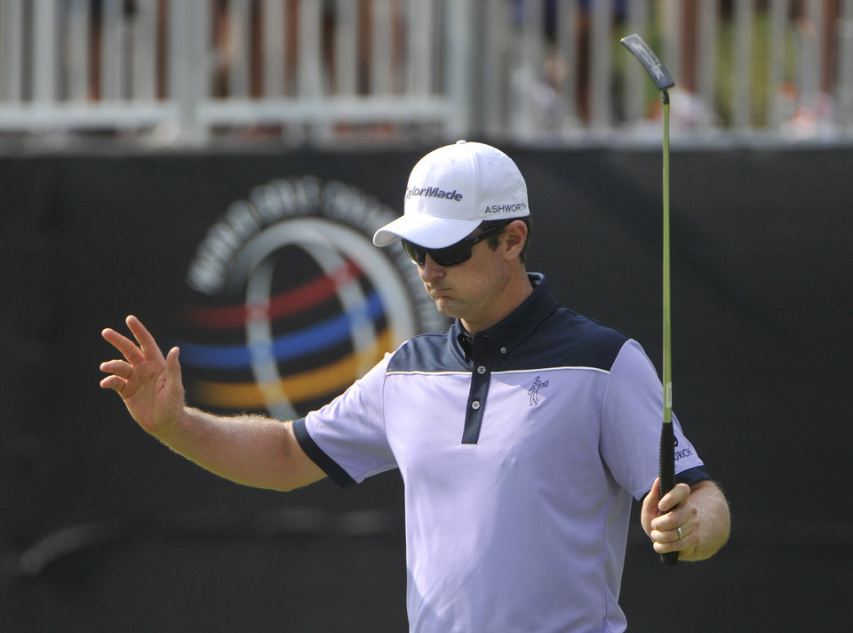 Photo - Justin Rose of England waves after making a birdie in the 16th hole, during the first round of the Bridgestone Invitational golf tournament, Thursday, July 31, 2014, in Akron, Ohio. (AP Photo/Phil Long)