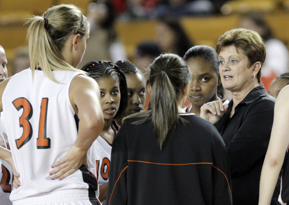 Photo - Norman head coach Matilda Mossman talks to her team during the Class 6A girls high school basketball state tournament final between Midwest City and Norman at the ORU Mabee Center in Tulsa, Okla., Saturday, March 13, 2010. Midwest City won, 46-32. Photo by Nate Billings, The Oklahoman