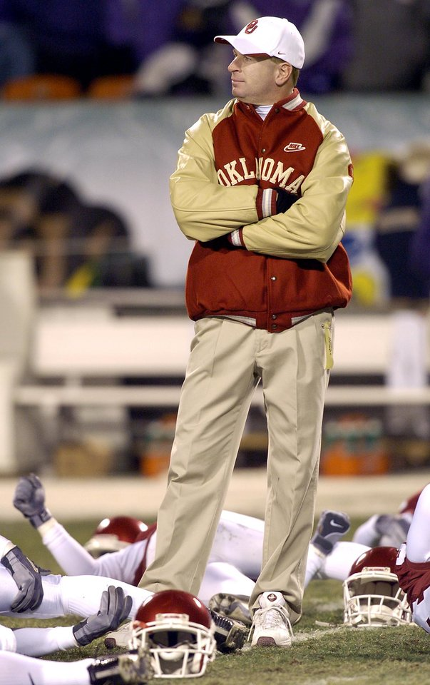 UNIVERSITY OF OKLAHOMA VS KANSAS STATE UNIVERSITY BIG 12 CHAMPIONSHIP COLLEGE FOOTBALL AT ARROWHEAD  STADIUM IN KANSAS CITY, MISSOURI, DECEMBER 6,2003.   OU Sooner co-defensive coordinator Mike Stoops (Arizona head coach) before the Big 12 Championship game against KSU.  Staff photo by Ty Russell