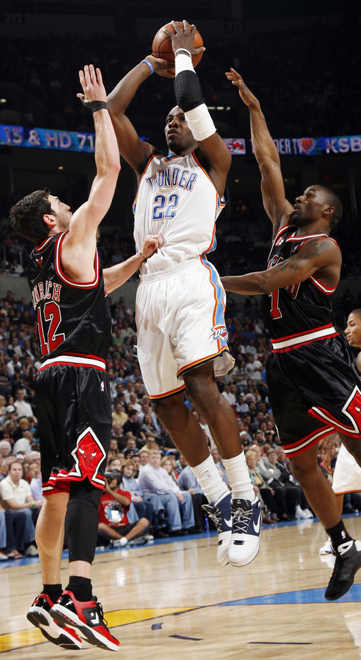 Oklahoma City's Jeff Green (22) shoots between Chicago's Kirk Hinrich (12), left, and Ben Gordon (7) in the first half of the NBA basketball game between the Chicago Bulls and the Oklahoma City Thunder at the Ford Center in Oklahoma City, Wednesday, March 18, 2009. PHOTO BY NATE BILLINGS, THE OKLAHOMAN