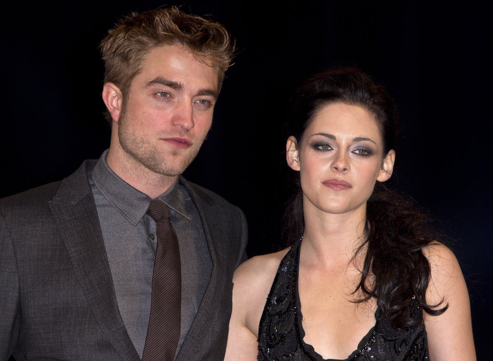 Photo -   FILE - In this Nov. 16, 2011 file photo, British actor Robert Pattinson, left, and US actress Kristen Stewart arrive at the UK film premiere of