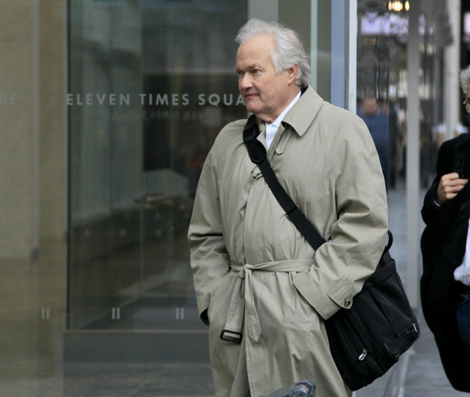Photo -   National Hockey League Players' Association executive director Donald Fehr arrives for talks with the NHL, Friday, Nov. 9, 2012, in New York. The league and the players' association met Friday for the fourth straight day and fifth time in seven days, trying to reach an agreement to end the lockout. (AP Photo/Richard Drew)