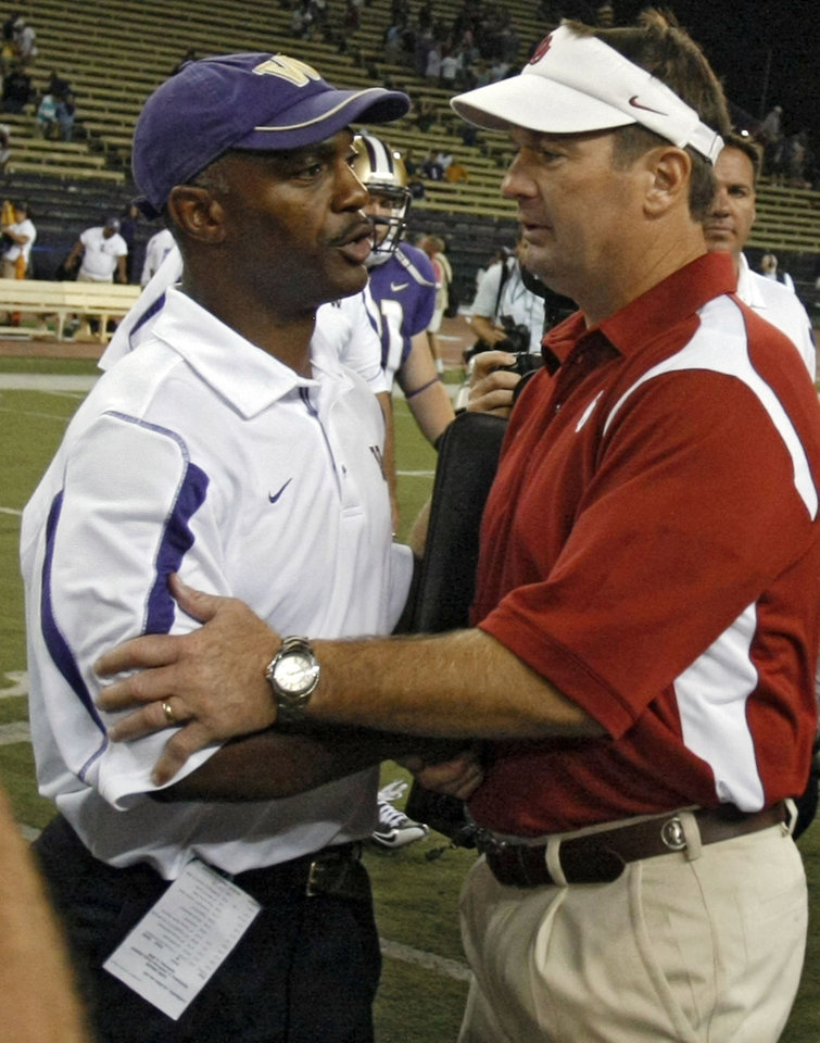 Photo - Oklahoma coach Bob Stoops and Washington coach Ty Willingham shake hands after the Sooners' 55-14 win in the college football game between the University of Oklahoma Sooners (OU) and the University of Washington Huskies (UW) at Husky Stadium on Saturday, Sep. 13, 2008, in Seattle, Wash. 