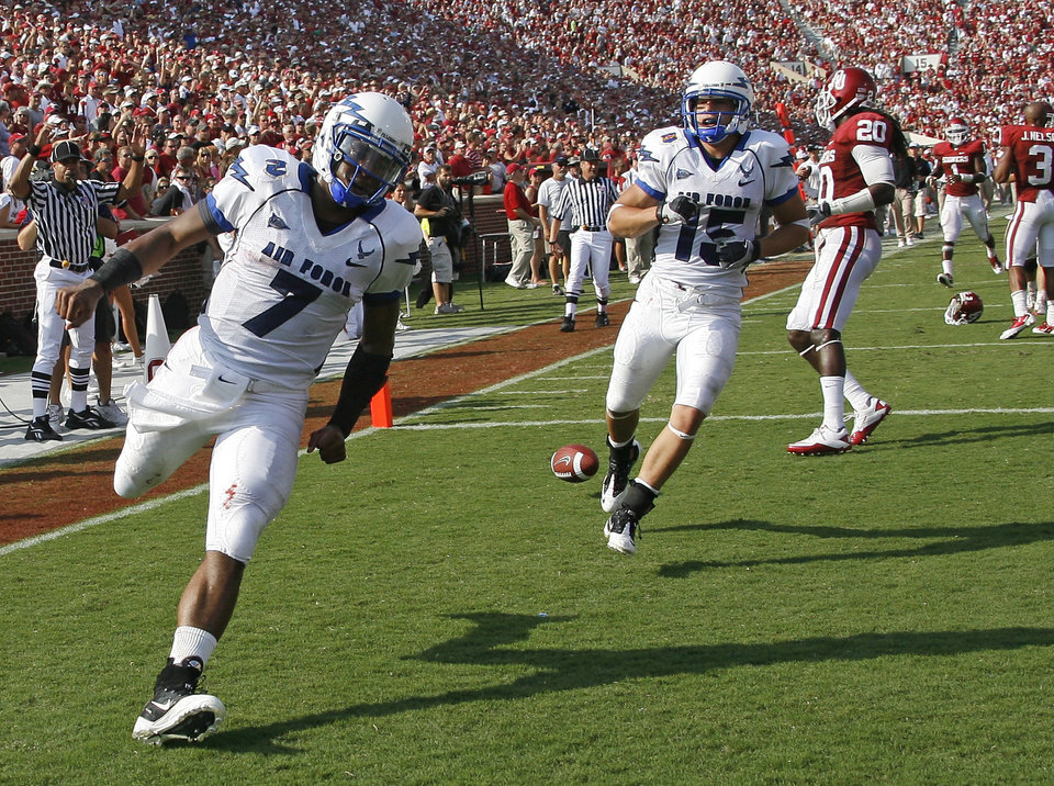 Tim Jefferson of Air Force scores a touchdown during the second half of the college football gamebetween the University of Oklahoma Sooners (OU) and Air Force (AF) at the Gaylord Family-Oklahoma Memorial Stadium on Saturday, Sept. 18, 2010, in Norman, Okla.   Photo by Bryan Terry, The Oklahoman