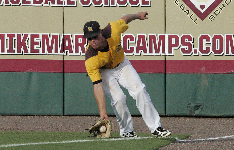 Photo - Kennesaw State's Alex Liquori fields a down-the-line double hit by Georgia Southern's Kody Adams in the second inning of an NCAA regional college baseball game on Saturday, May 31, 2014, in Tallahassee, Fla. (AP Photo/Steve Cannon)