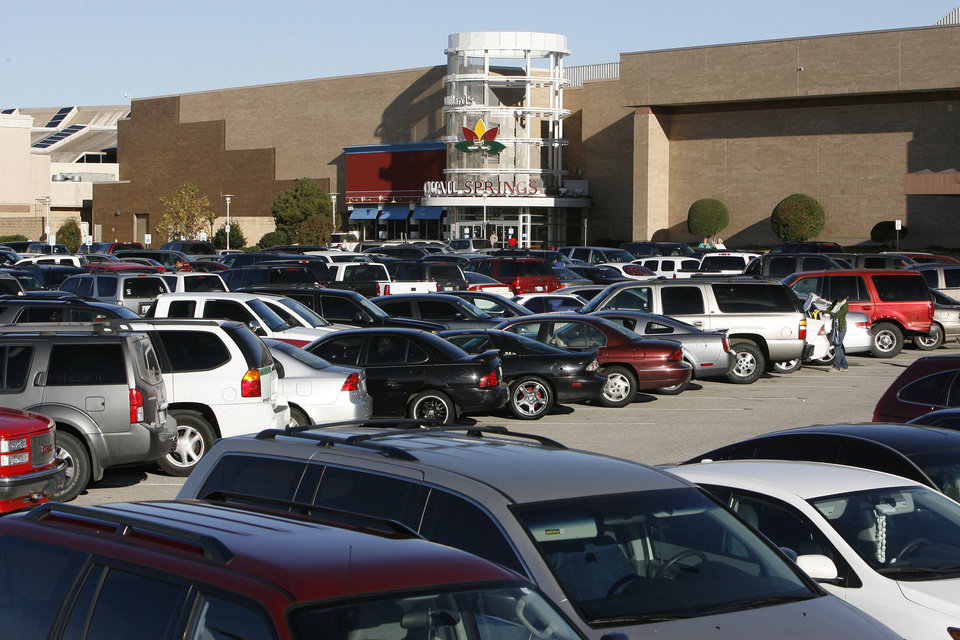 Photo - The parking lot begins to fill at Quail Springs Mall in Oklahoma City, OK, on Black Friday, Nov. 27, 2009. By Paul Hellstern, The Oklahoman