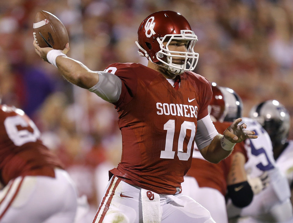 Photo - Oklahoma's Blake Bell (10) throws a pass during a college football game between the University of Oklahoma Sooners (OU) and the TCU Horned Frogs at Gaylord Family-Oklahoma Memorial Stadium in Norman, Okla., on Saturday, Oct. 5, 2013. Oklahoma won 20-17. Photo by Bryan Terry, The Oklahoman
