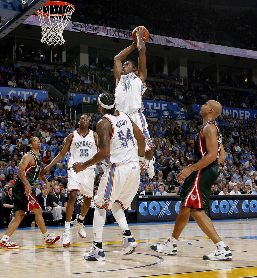 Desmond Mason of Oklahoma City dunks the ball during the opening NBA basketball game between the Oklahoma City Thunder and the Milwaukee Bucks at the Ford Center in Oklahoma City, Wednesday, October 29, 2008.  BY BRYAN TERRY, THE OKLAHOMAN