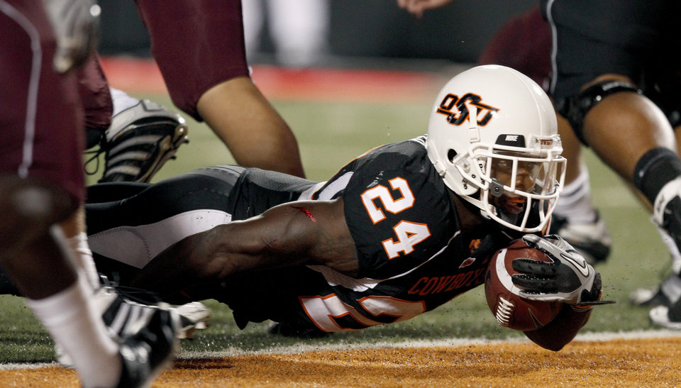 Photo - OSU's Kendall Hunter scores a touchdown during the college football game between Texas A&M University and Oklahoma State University (OSU) at Boone Pickens Stadium in Stillwater, Okla., Thursday, Sept. 30, 2010. Photo by Bryan Terry, The Oklahoman