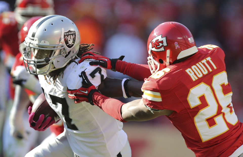 Photo -   Oakland Raiders wide receiver Denarius Moore (17) gets past Kansas City Chiefs cornerback Stanford Routt (26) during the first half of an NFL football game at Arrowhead Stadium in Kansas City, Mo., Sunday, Oct. 28, 2012. (AP Photo/Ed Zurga)