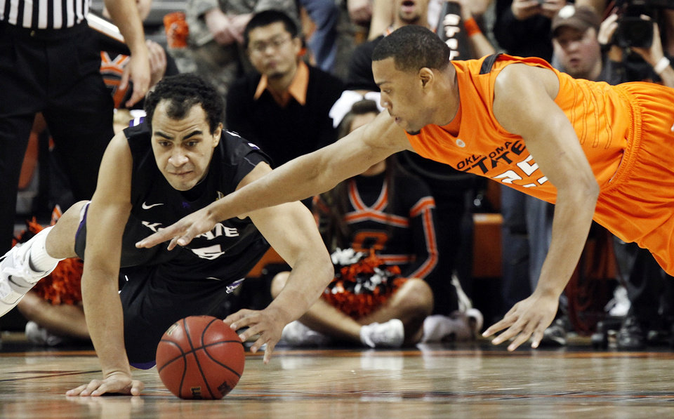 Photo - OSU's Darrell Williams (25), left, and Freddy Asprilla (15) of KSU chase the ball during the men's college basketball game between Oklahoma State University (OSU) and Kansas State University (KSU) at Gallagher-Iba Arena in Stillwater, Okla., Saturday, January 8, 2011. Photo by Nate Billings, The Oklahoman