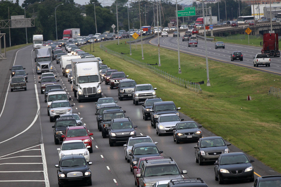 Photo -   A line of traffic extends down Interstate 10 heading towards Baton Rouge, as many residents leave the New Orleans area in anticipation of tropical storm Isaac, which is expected to make landfall on the Louisiana coast as a hurricane, in Kenner, La., Monday, Aug. 27, 2012. (AP Photo/Gerald Herbert)