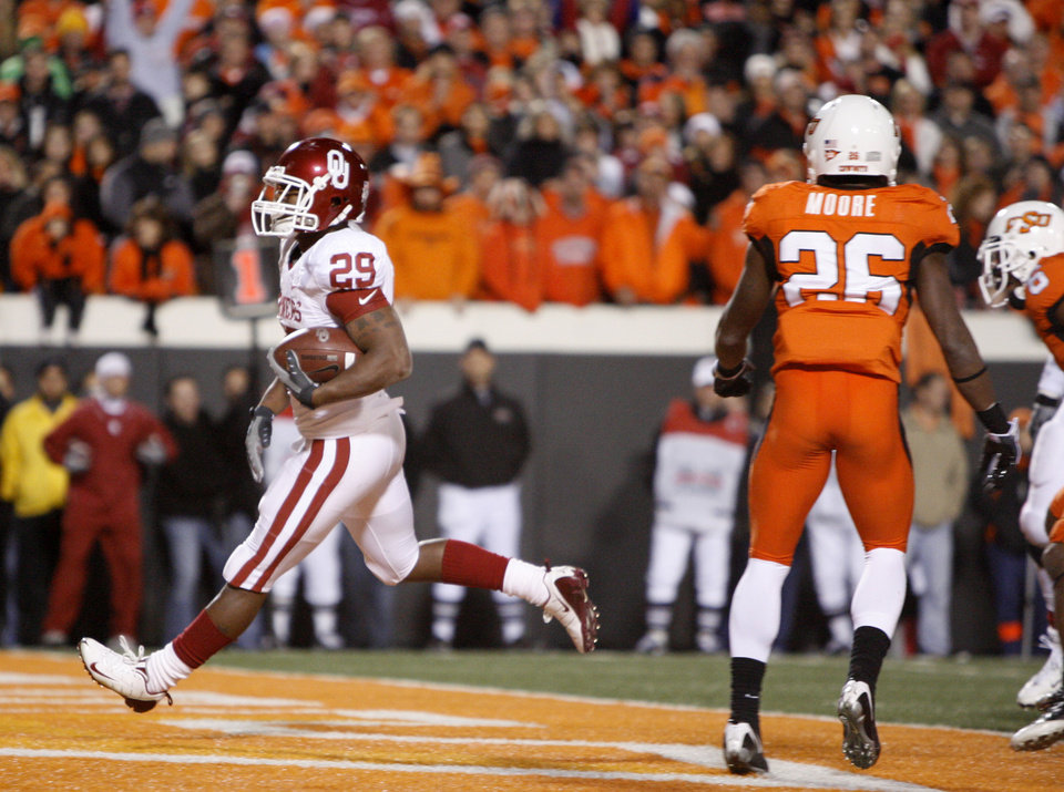 Chris Brown rushes for a touchdown in the second quarter during the college football game between the University of Oklahoma Sooners (OU) and Oklahoma State University Cowboys (OSU) at Boone Pickens Stadium on Saturday, Nov. 29, 2008, in Stillwater, Okla. STAFF PHOTO BY BRYAN TERRY