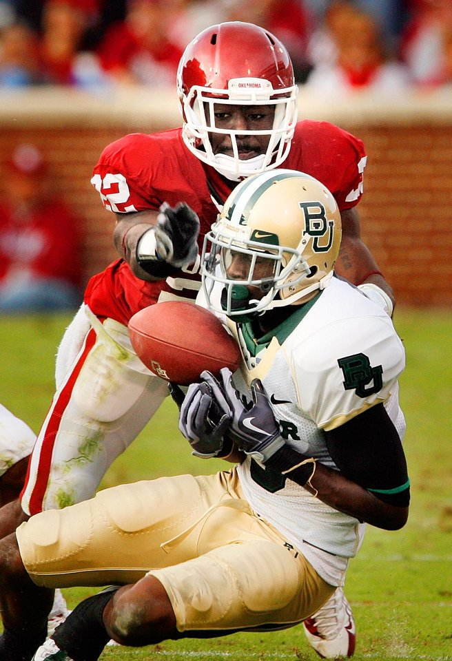 Photo - Keenan Clayton (22) breaks up a pass intended for Ernest Smith during the second half of the college football game between The University of Oklahoma Sooners (OU) and the Baylor Bears at the Gaylord Family-Oklahoma Memeorial Stadium on Saturday, Oct. 10, 2009, in Norman, Okla.
