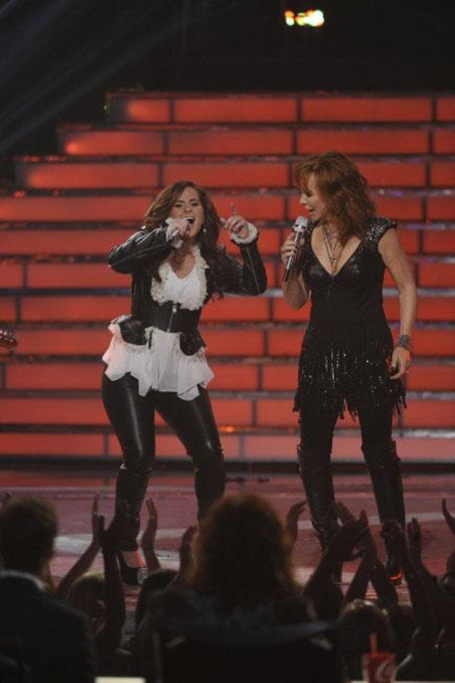 Special guest Reba McEntire and Finalist Skylar Laine perform during the season 11 AMERICAN IDOL GRAND FINALE at the Nokia Theatre on Weds. May 23, 2012 in Los Angeles, California. - FOX Photo