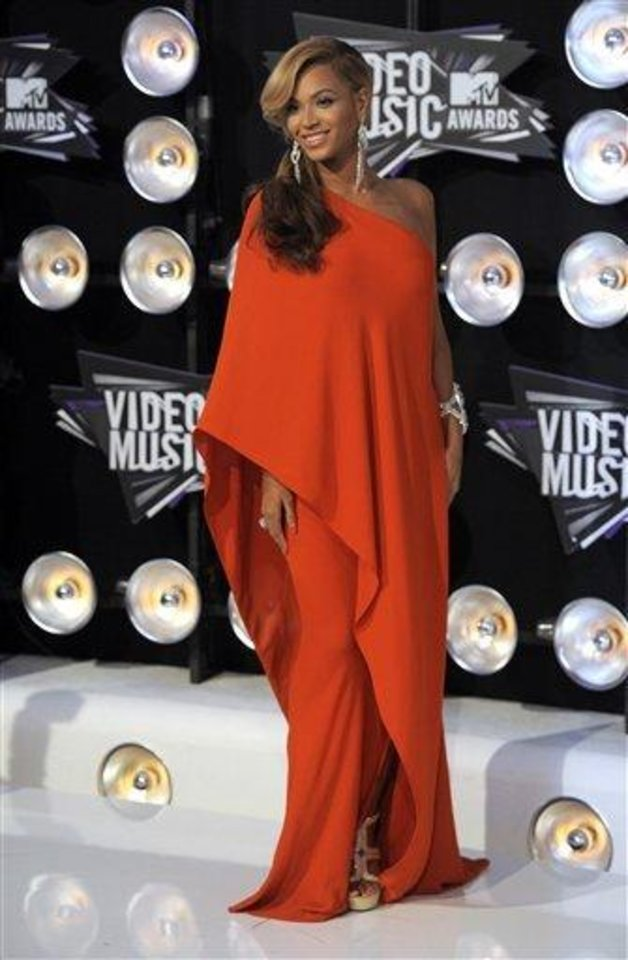 Photo - Beyonce arrives at the MTV Video Music Awards on Sunday Aug. 28, 2011, in Los Angeles. (AP Photo/Chris Pizzello)