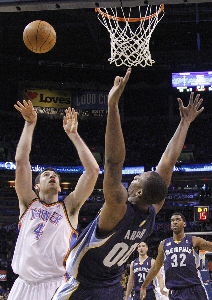 Photo - Oklahoma City's Nick Collison (4) shoots over Memphis' Darrell Arthur (00) during the NBA basketball game between the Oklahoma City Thunder and the Memphis Grizzlies, Saturday, Jan. 8, 2011, at the Oklahoma City Arena. Photo by Sarah Phipps, The Oklahoman