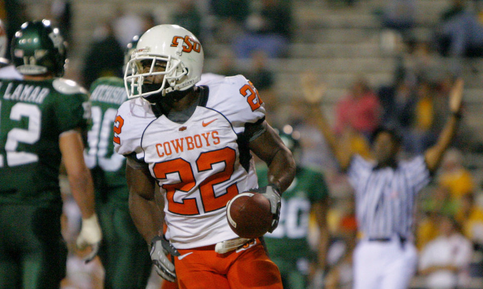 Photo - OSU's Dantrell Savage runs off the field after scoring a touchdown in the second half during the college football game between Oklahoma State University and Baylor University at Floyd Casey Stadium in Waco, Texas, Saturday, Nov. 17, 2007. BY MATT STRASEN, THE OKLAHOMAN