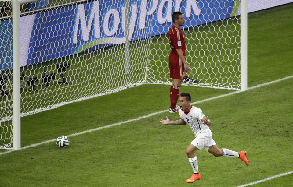 Photo - Chile's Eduardo Vargas celebrates scoring the opening goal during the group B World Cup soccer match between Spain and Chile at the Maracana Stadium in Rio de Janeiro, Brazil, Wednesday, June 18, 2014.  (AP Photo/Christophe Ena)