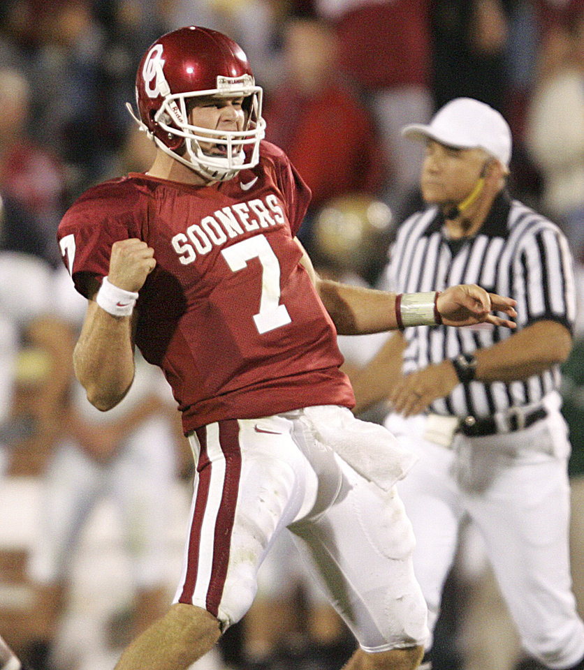 Photo - CELEBRATE, CELEBRATION: Oklahoma quarterback Rhett Bomar reacts to his game-winning touchdown pass to Juaquin Iglesias, in the second overtime, during the University of Oklahoma Sooners (OU) college football game against Baylor (BU), at The Gaylord Family - Oklahoma Memorial Stadium, Saturday, October 22, 2005, in Norman, Oklahoma. by Bill Waugh/The Oklahoman.