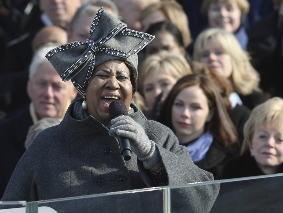 Photo - Aretha Franklin performs at the swearing-in ceremony at the U.S. Capitol in Washington, Tuesday, Jan. 20, 2009.  (AP Photo/Ron Edmonds)