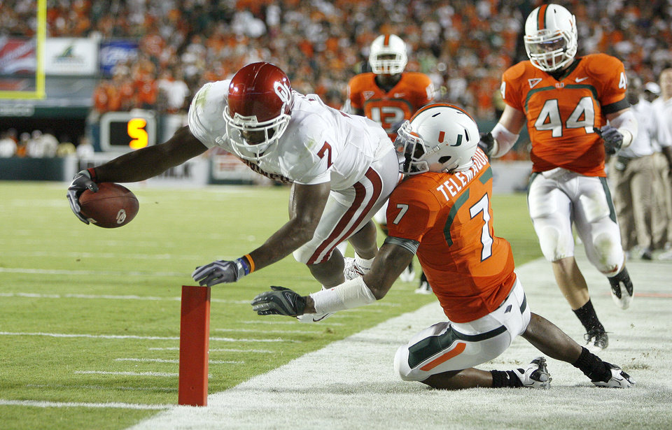 Photo - OU's DeMarco Murray gets pushed out by Miami's Vaughn Telemaque during the college football game between the University of Oklahoma (OU) Sooners and the University of Miami (UM) Hurricanes at Land Shark Stadium in Miami Gardens, Florida, Saturday, October 3, 2009. Photo by Bryan Terry, The Oklahoman ORG XMIT: KOD