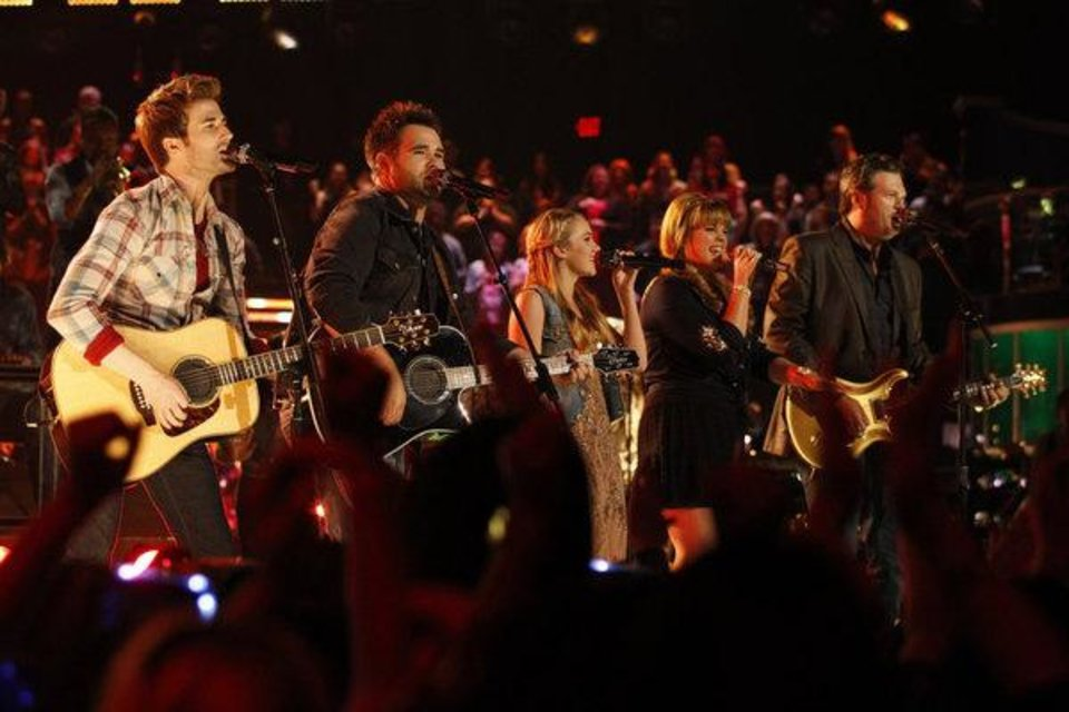 "THE VOICE -- Episode 414B ""Live Show"" -- Pictured: (l-r) The Swon Bros (Colton, Zach), Danielle Bradbery, Holly Tucker, Blake Shelton -- (Photo by: Trae Patton/NBC)"
