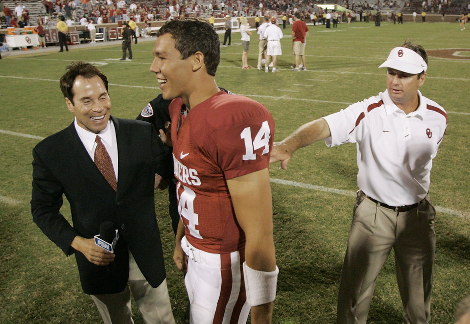 Photo - OU COLLEGE FOOTBALL, CONGRATULATE: University of Oklahoma head coach Bob Stoops congratulates Sam Bradford after the Sooners win  against the University of North Texas Mean Green (UNT) at the Gaylord Family -- Oklahoma Memorial Stadium, on Saturday, Sept. 1, 2007, in Norman, Okla. By STEVE GOOCH, The Oklahoman  ORG XMIT: KOD