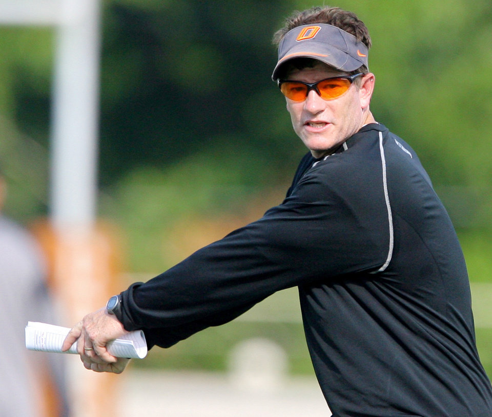 Photo - Co-offensive coordinator Gunter Brewer during the first Oklahoma State University fall football practice, in Stillwater, Okla., Thursday, July 31, 2008. BY MATT STRASEN, THE OKLAHOMAN