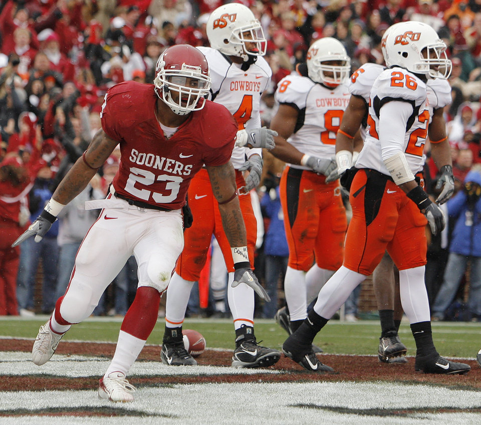 Photo - BEDLAM / REACTION: Oklahoma's Allen Patrick (23) reacts after a touchdown during the first half of the college football game between the University of Oklahoma Sooners (OU) and the Oklahoma State University Cowboys (OSU) at the Gaylord Family -- Oklahoma Memorial Stadium on Saturday, Nov. 24, 2007, in Norman, Okla.   Photo By NATE BILLINGS, The Oklahoman ORG XMIT: KOD