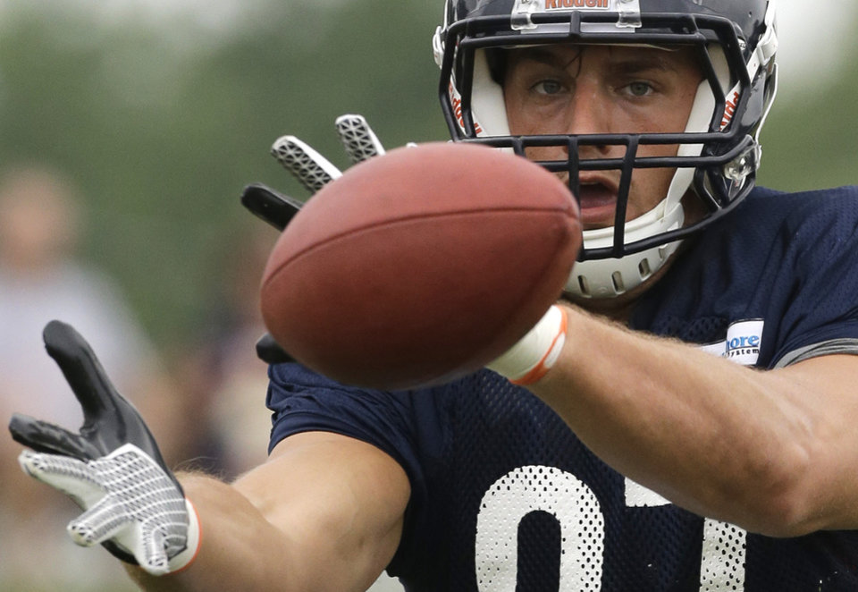 Photo - Chicago Bears tight end Steve Manen (87) makes a catch during NFL football training camp Wednesday, July 31, 2013, in Bourbonnais, Ill. (AP Photo/Nam Y. Huh)