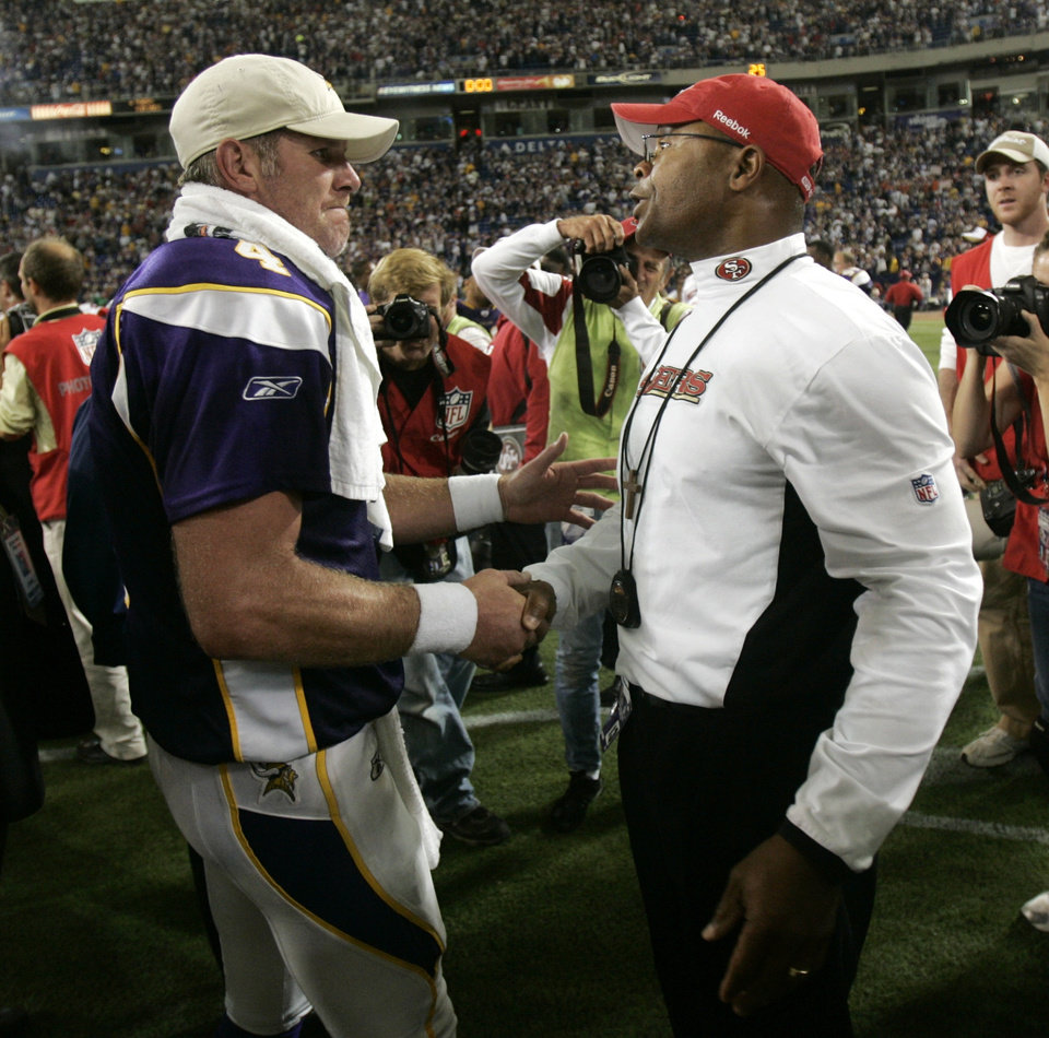 Photo - San Francisco 49ers' head coach Mike Singletary, right, talks with Minnesota Vikings' quarterback Brett Favre after Minnesota defeated the 49ers 27-24 in an NFL football game, Sunday, Sept. 27, 2009, in Minneapolis. (AP Photo/Paul Battaglia) ORG XMIT: MNJM204