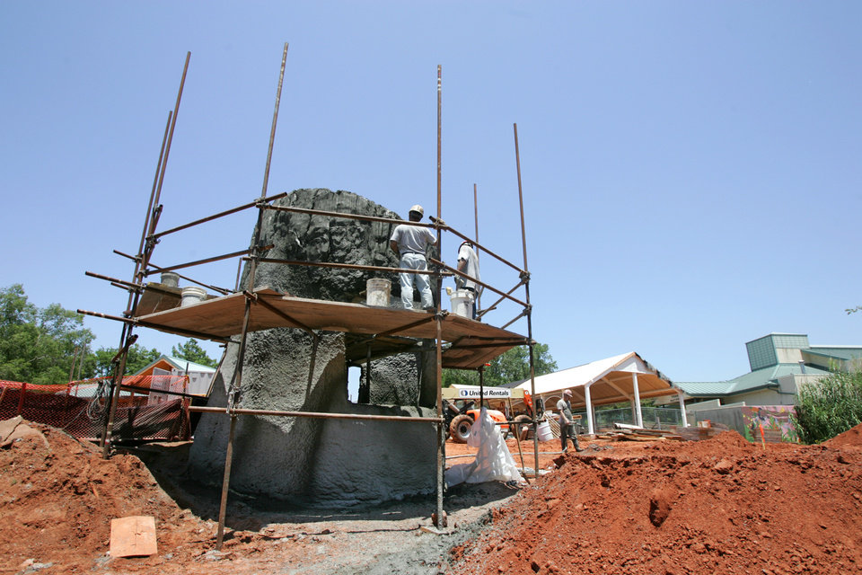 Photo - CONSTRUCTION: Workers construct a giant concrete tree in the new Children's Zoo area at the Oklahoma City Zoo, June 15, 2009.  Photo by Steve Gooch, The Oklahoman ORG XMIT: KOD