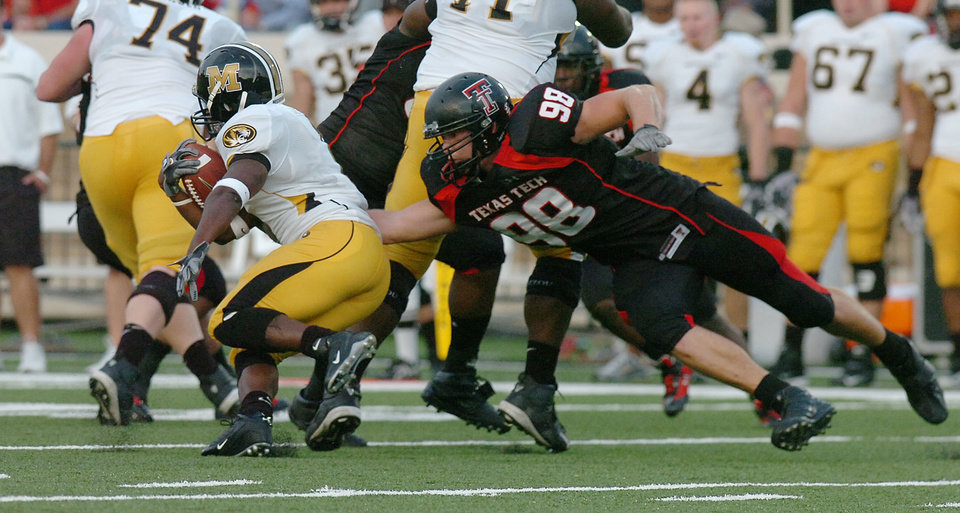 Photo - Texas Tech defensive end Jake Ratliff (98) stops Missouri's Jimmy Jackson (1) on an attempted end-around in the second quarter of a football game at Jones AT&T Stadium, Saturday, October 7, 2006, in Lubbock, Texas. (AP Photo/Joe Don Buckner) ORG XMIT: TXJB109