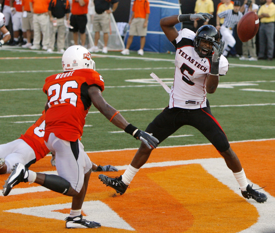 Texas Tech\'s Michael Crabtree (5) has the ball go threw his hands as OSU\'s Ricky Price and Quinton Moore defend on a fourth down pass play in the closing seconds of the fourth quarter of the college football game between the Oklahoma State University Cowboys (OSU) and the Texas Tech University Red Raiders (TTU) at Boone Pickens Stadium on Saturday, Sept. 22, 2007, in Stillwater, Okla. By MATT STRASEN, The Oklahoman