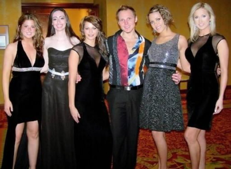 Tarah Fine, Jessica Bergen, Jennifer Hendrix, Kayne Gillaspie, Lindsay Robertson and Sarah Smith. PHOTO PROVIDED