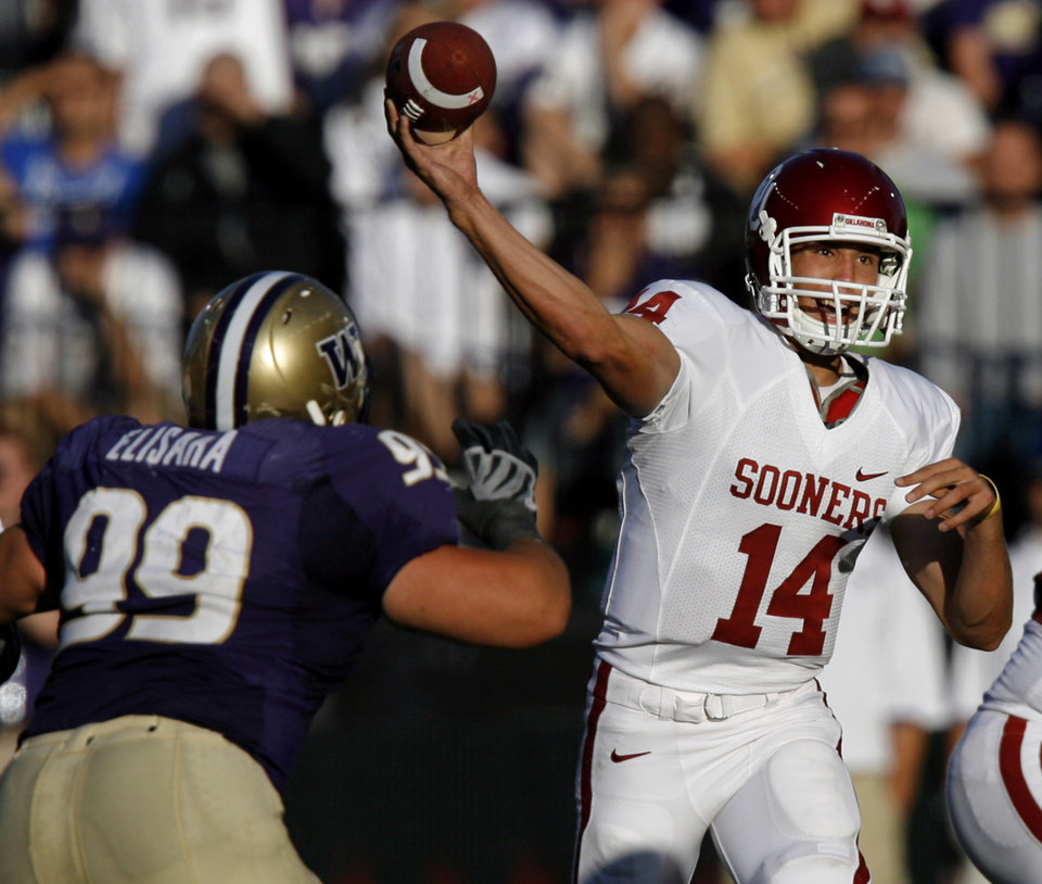 Photo - Oklahoma's Sam Bradford throws the ball during the first half of the college football game between the University of Oklahoma Sooners (OU) and the University of Washington Huskies (UW) at Husky Stadium on Saturday, Sep. 13, 2008, in Seattle, Wash. 