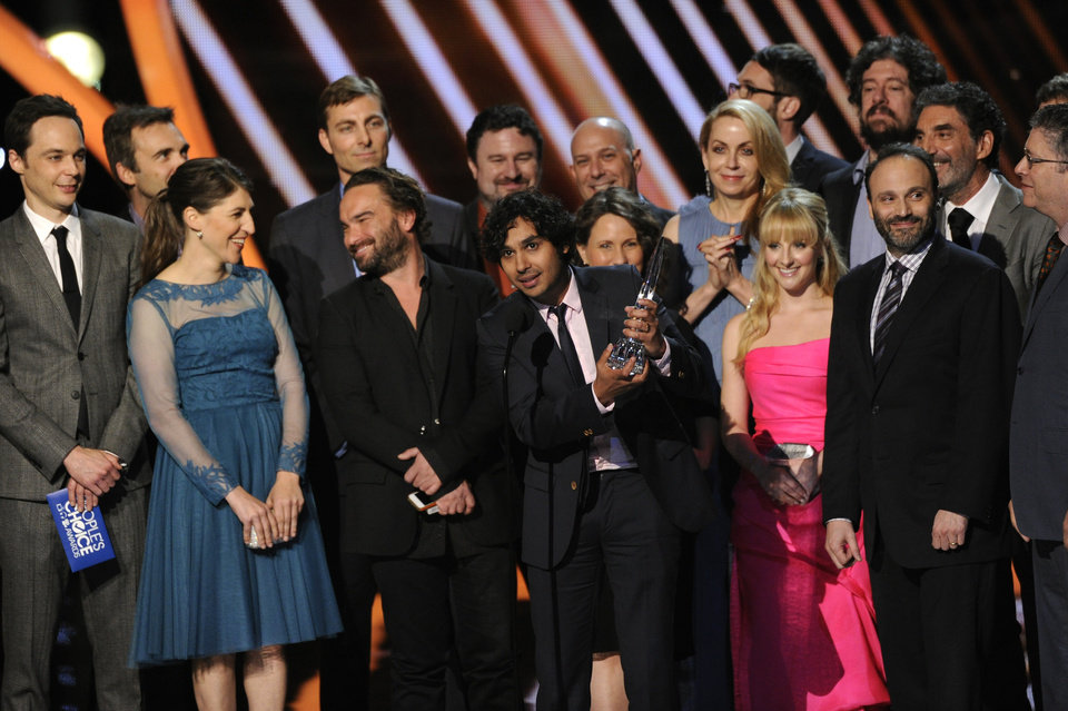 "Photo - The cast and crew of ""The Big Bang Theory"" accepts the award for favorite network TV comedy at the 40th annual People's Choice Awards at the Nokia Theatre L.A. Live on Wednesday, Jan. 8, 2014, in Los Angeles. (Photo by Chris Pizzello/Invision/AP)"