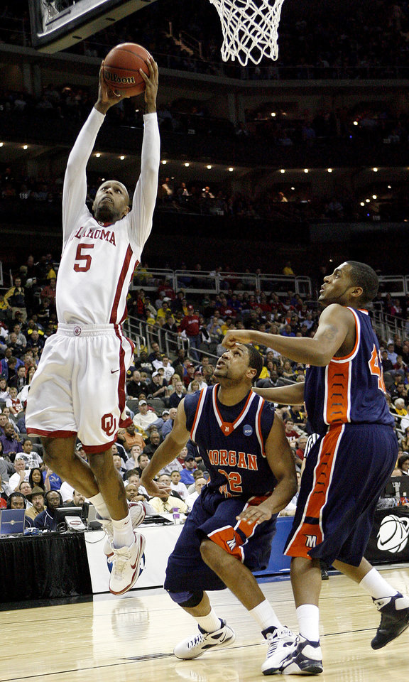 Photo - OU's Tony Crocker goes to the basket past Morgan State's Marquise Kately, center, and Rodney Stokes during a first round game of the men's NCAA tournament between Oklahoma and Morgan State in Kansas City, Mo., Thursday, March 19, 2009.  PHOTO BY BRYAN TERRY, THE OKLAHOMAN