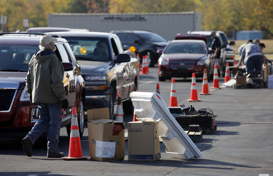 Cars and trucks move through the disposal line Saturday at Norman's Household Hazardous Waste Event. PHOTO BY STEVE SISNEY, THE OKLAHOMAN <strong>STEVE SISNEY</strong>