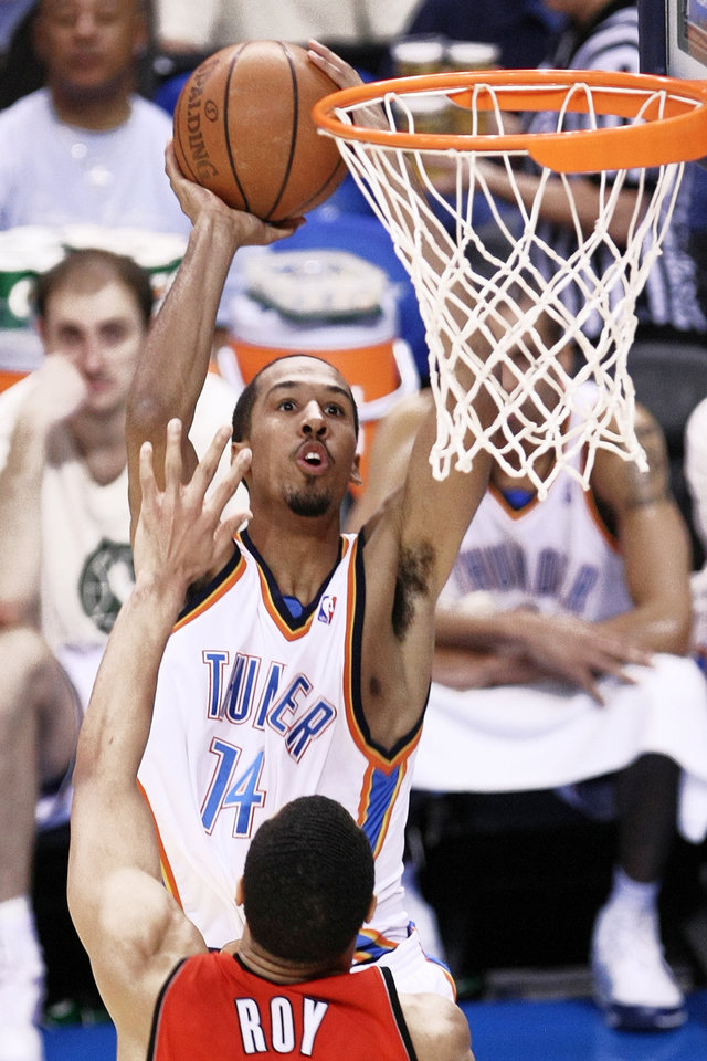Thunder guard Shaun Livingston (14) fought hard to return to the NBA after one of the worst knee injuries in league history. PHOTO BY HUGH SCOTT, THE OKLAHOMAN