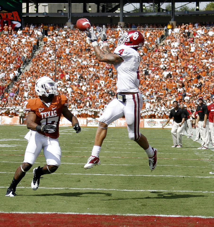 Oklahoma's Kenny Stills (4) catches a touchdown pass in front of Adrian Phillips (17) during the Red River Rivalry college football game between the University of Oklahoma Sooners (OU) and the University of Texas Longhorns (UT) at the Cotton Bowl in Dallas, Saturday, Oct. 8, 2011. Photo by Bryan Terry, The Oklahoman