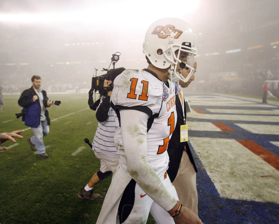 Photo - OSU quarterback Zac Robinson leaves the field after the Holiday Bowl college football game between Oklahoma State and Oregon at Qualcomm Stadium in San Diego, Tuesday, Dec. 30, 2008. Oregon won, 42-31. PHOTO BY NATE BILLINGS, THE OKLAHOMAN