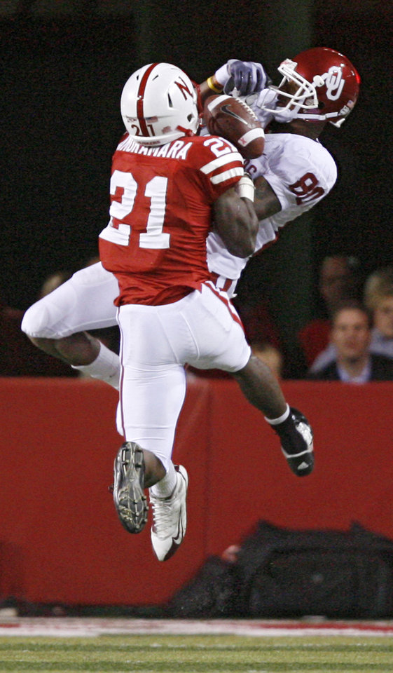 Photo - Nebraska's Prince Amukamara 921) breaks up a pass for Oklahoma's Adron Tennell (80) during the second half of the college football game between the University of Oklahoma Sooners (OU) and the University of Nebraska Cornhuskers (NU) on Saturday, Nov. 7, 2009, in Lincoln, Neb.