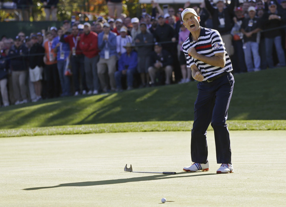 USA's Jim Furyk reacts after missing a putt on the 16th hole during a singles match at the Ryder Cup PGA golf tournament Sunday, Sept. 30, 2012, at the Medinah Country Club in Medinah, Ill. (AP Photo/David J. Phillip)  ORG XMIT: PGA174