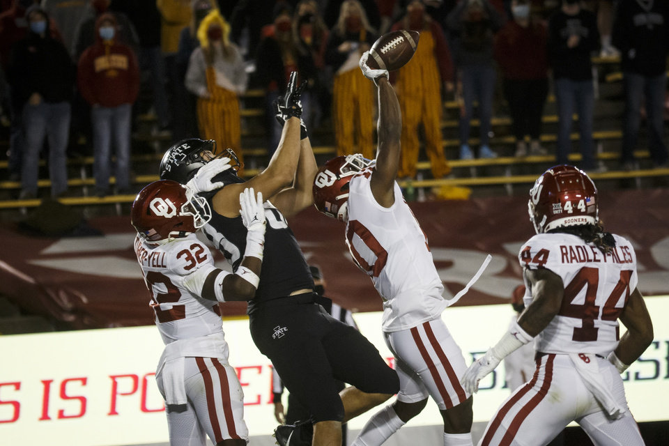 Photo - Oct 3, 2020; Ames, Iowa, USA; Oklahoma safety Pat Fields (10) blocks a pass intended for Iowa State tight end Charlie Kolar (88) during their football game at Jack Trice Stadium. Iowa State would go on to defeat Oklahoma 37-30. Mandatory Credit: Brian Powers-USA TODAY Sports