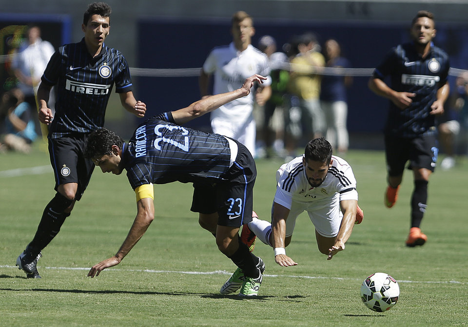 Photo - Inter Milan's Andrea Ranocchia (23) and Real Madrid's Isco collide while chasing the ball during the first half of a soccer game in the first round of the Guinness International Champions Cup, Saturday, July 26, 2014, in Berkeley, Calif. (AP Photo/Ben Margot)