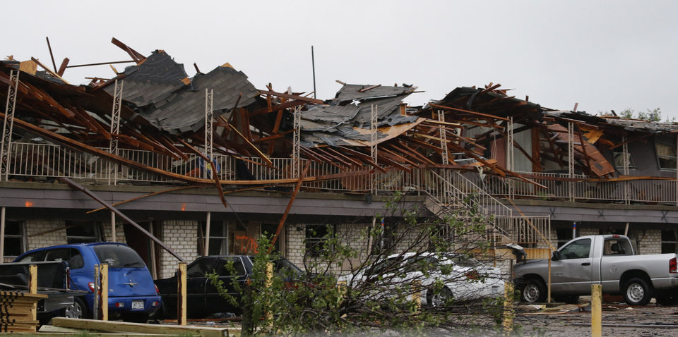 The front of an apartment complex is destroyed by an explosion at a nearby fertilizer plant in West, Texas, Thursday, April 18, 2013.  A massive explosion at the West Fertilizer Co. killed as many as 15 people and injured more than 160, officials said overnight.  The explosion that struck around 8 p.m. Wednesday, sent flames shooting into the night sky and rained burning embers and debris down on shocked and frightened residents.  (AP Photo/LM Otero)