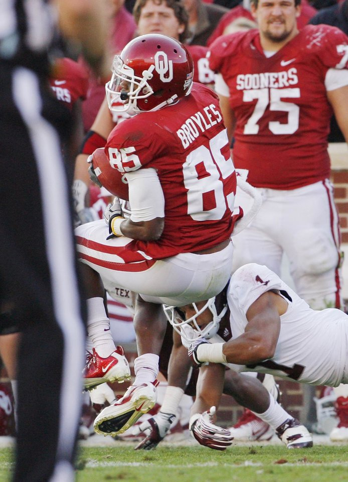 Ryan Broyles (85) is injured on this play during the second half of the college football game where the Texas A&M Aggies were defeated by the University of Oklahoma Sooners (OU) 41-25 at Gaylord Family-Oklahoma Memorial Stadium on Saturday, Nov. 5, 2011, in Norman, Okla.  He will miss the remainder of the season with a torn ACL.  Photo by Steve Sisney, The Oklahoman