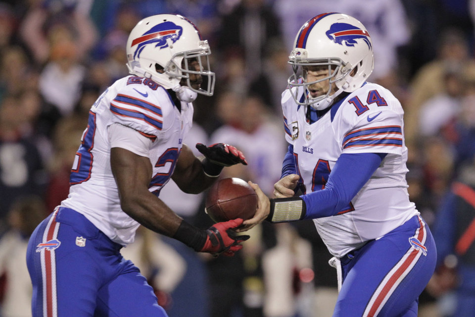 Photo -   Buffalo Bills quarterback Ryan Fitzpatrick (14) hands off the ball to running back C.J. Spiller during the first half of an NFL football game against the Miami Dolphins, Thursday, Nov. 15, 2012, in Orchard Park, N.Y. (AP Photo/Bill Wippert)